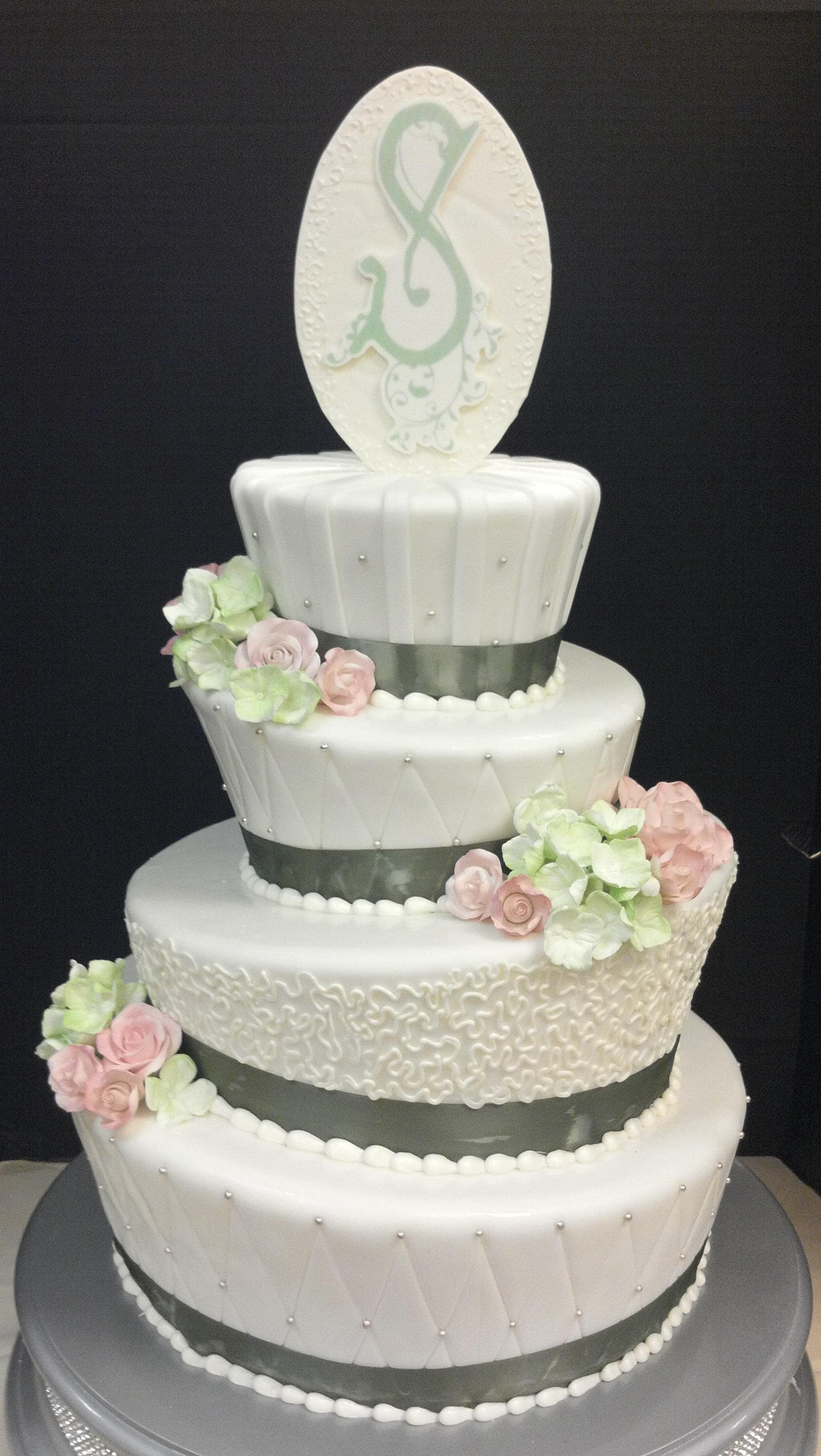 Wedding Cake Wednesday: White Disneyland Mad Hatter | Disney Weddings