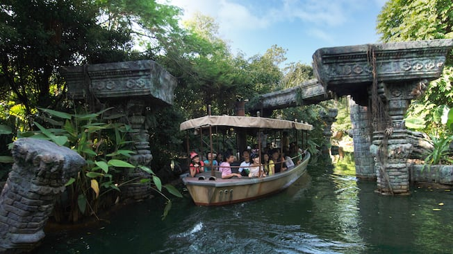 Jungle river cruise attractions hong kong disneyland for Dining near at t park