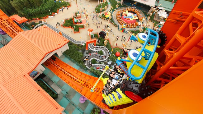 Rc racer attractions hong kong disneyland resort for Dining at at t park