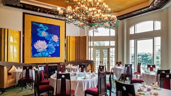 Crystal Lotus Dining Hong Kong Disneyland Resort
